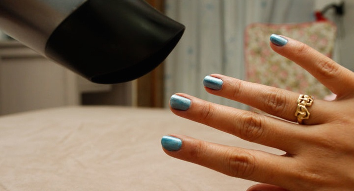 728px-dry-your-painted-nails-quickly-step-5